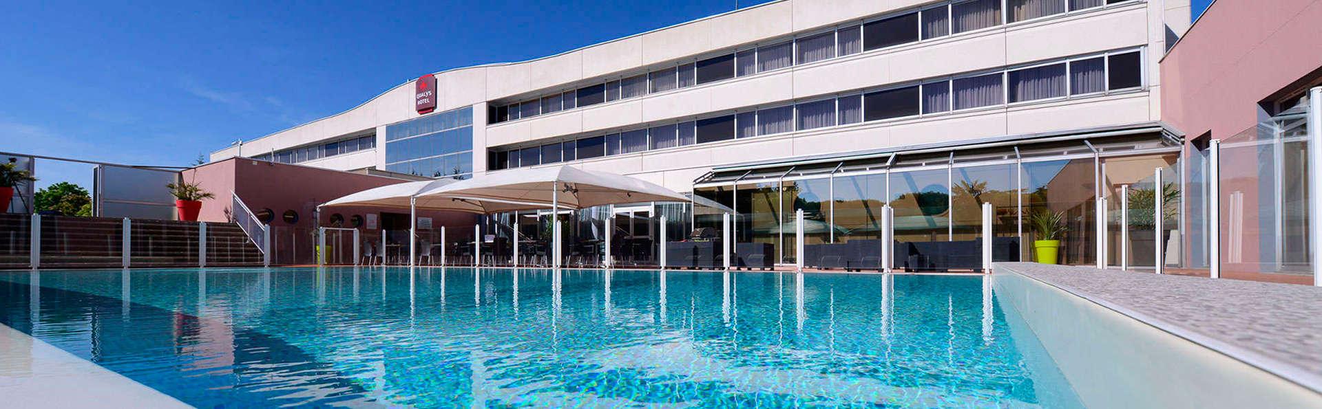 Best Western Plus Hôtel Admiral - EDIT_pool3.jpg
