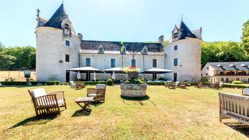 Château de la Fleunie - Edit_Terrace.jpg