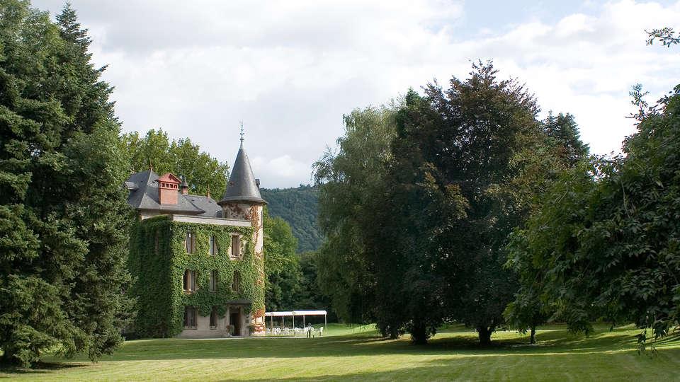 Château de la Tour du Puits - EDIT_front2.jpg
