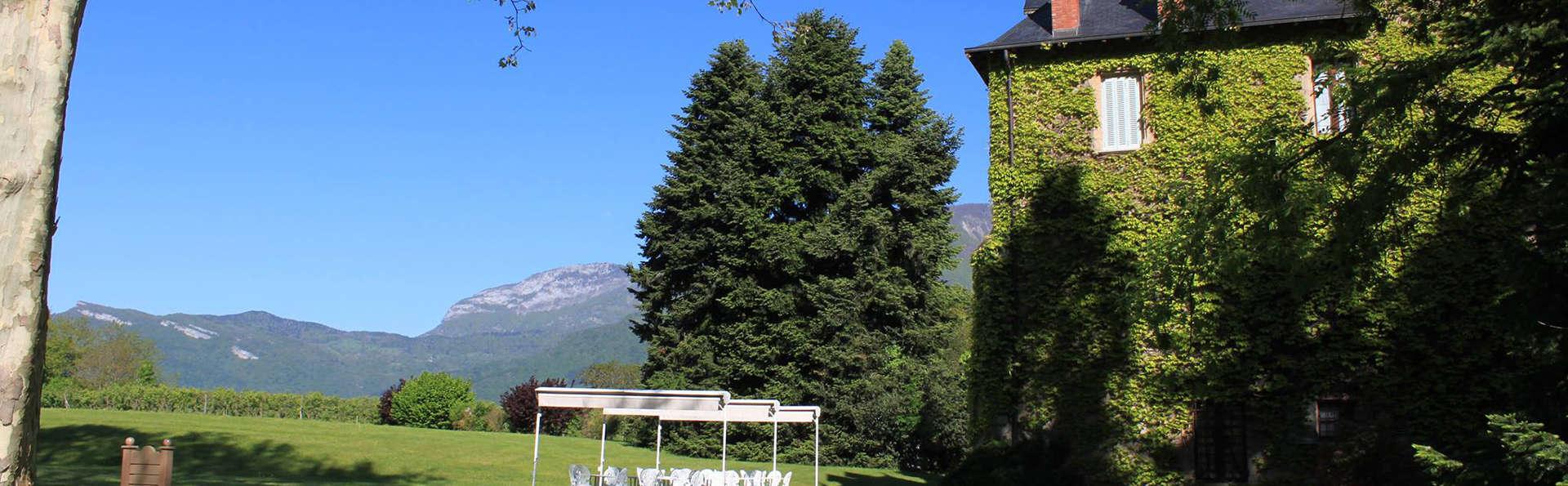 Château de la Tour du Puits - EDIT_gardenfront.jpg