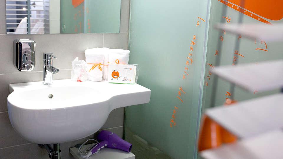 Hotel Bed4U Pamplona - EDIT_NEW_BATHROOM.jpg