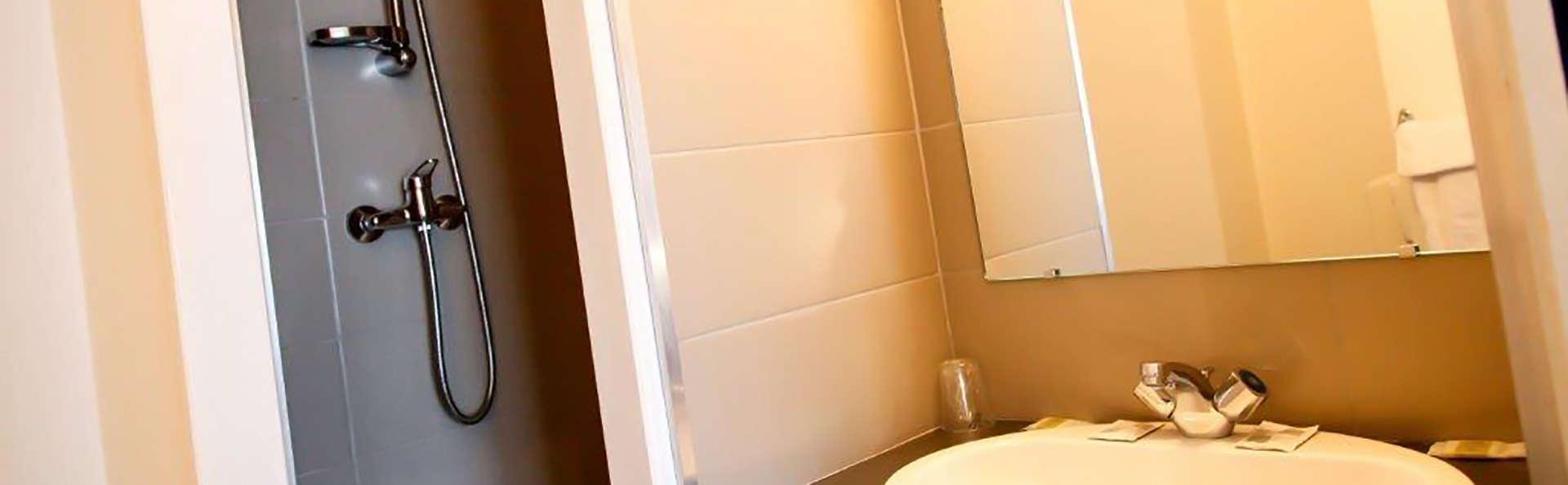 Rex Hôtel - Edit_Bathroom.jpg