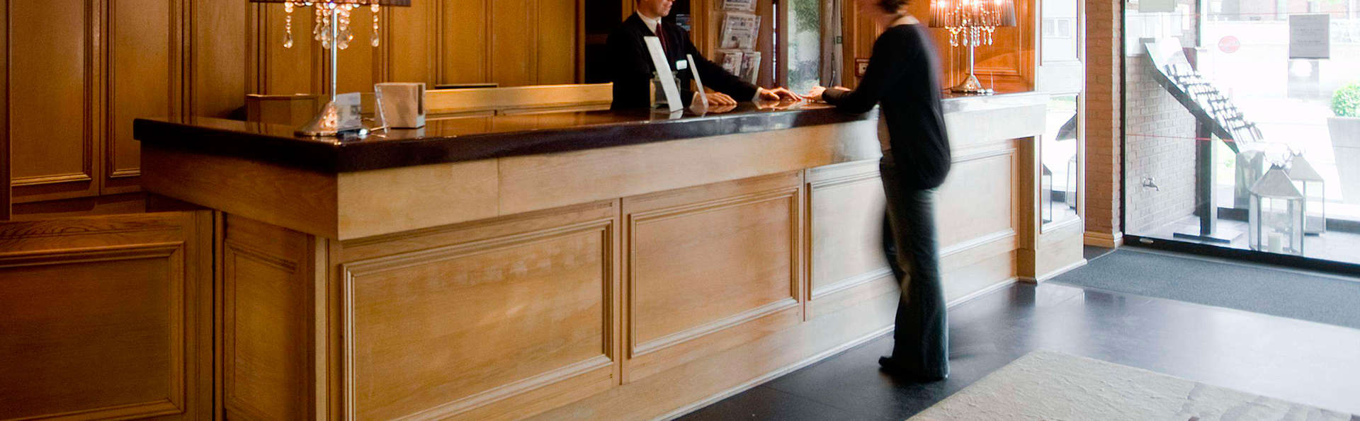 Gresham Belson Hotel Brussels - EDIT_reception.jpg