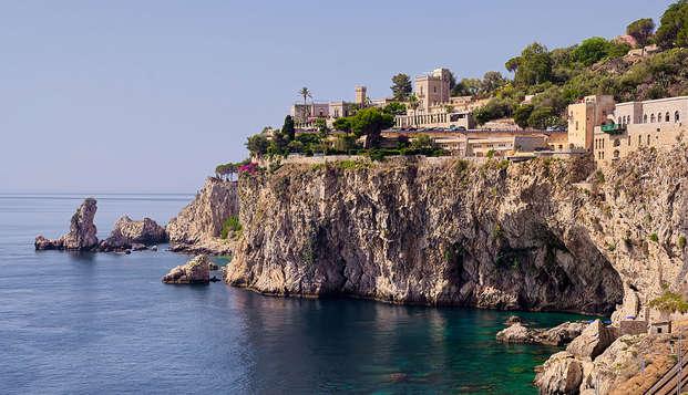 Entre las calles históricas de Taormina en una atmósfera de encanto