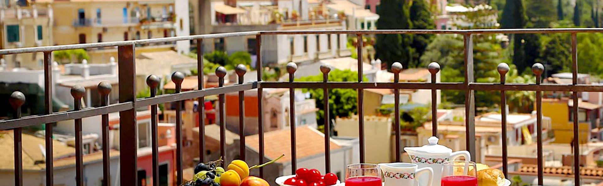 Hotel Isabella - Edit_Terrace.jpg