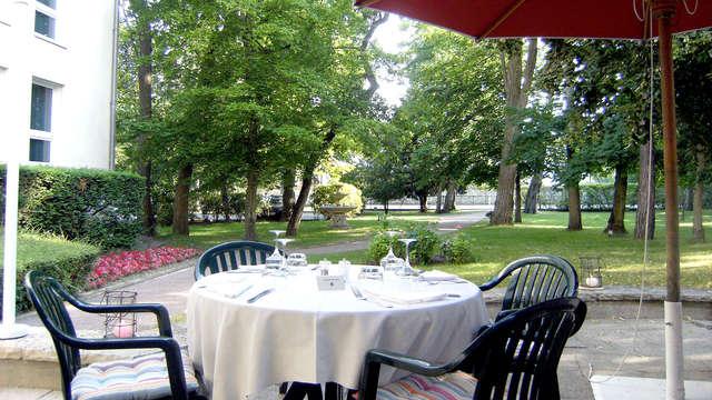 Hotel Mercure Chateau de Fontainebleau - Terrace