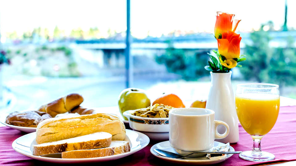 Hotel Saylu Granada - Edit_Breakfast2.jpg