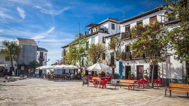 Escapada con cena y parking gratuito a 15min del centro de Granada y de la Alhambra