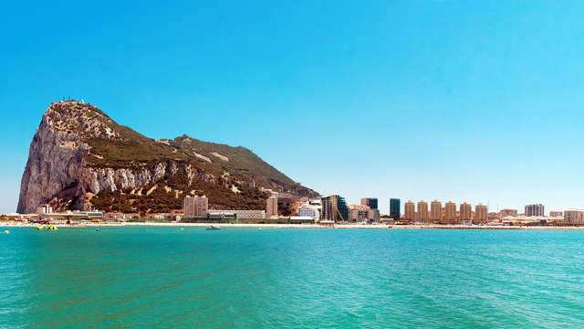 Escapada junto al mar con vistas a la bahía de Gibraltar