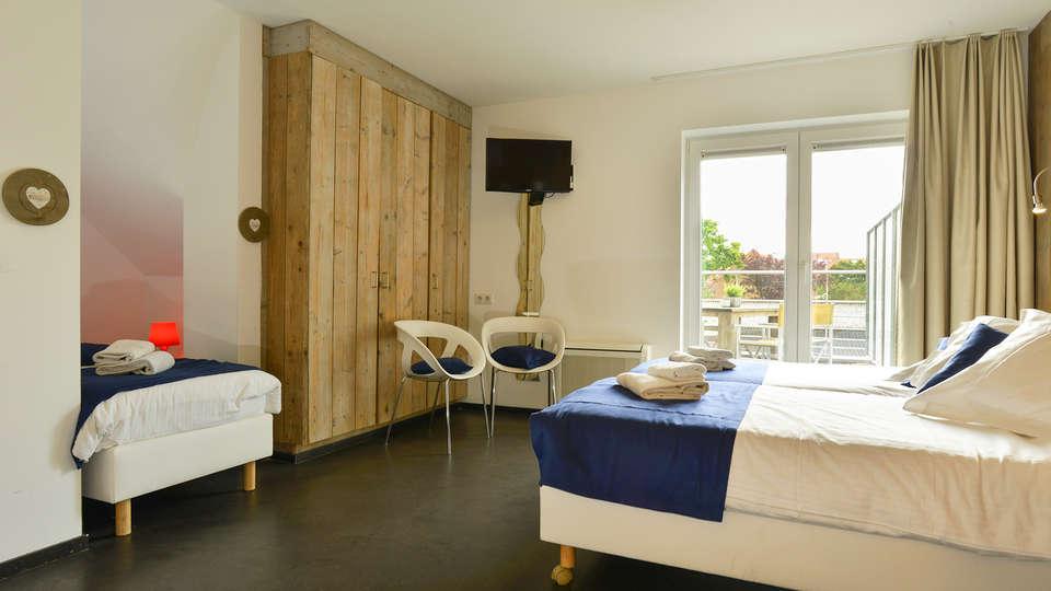 Hotel Aan Zee - EDIT_Room.jpg