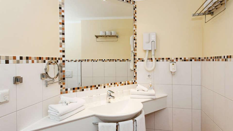Hotel Belle Vue - EDIT_bath2.jpg