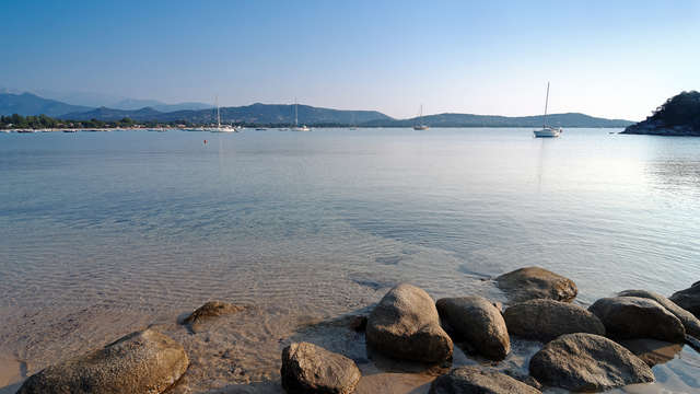Les pieds dans l'eau à Saint-Cyprien en famille
