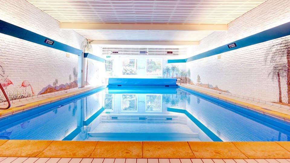 Fletcher Hotel Restaurant Victoria-Hoenderloo - Edit_Pool.jpg