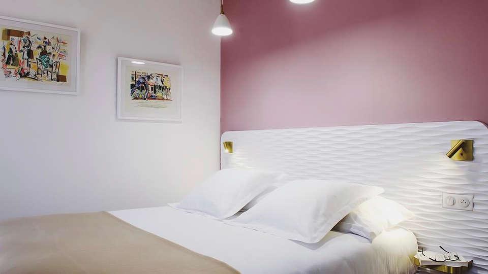 Hôtel le XIX - edit_room4.jpg