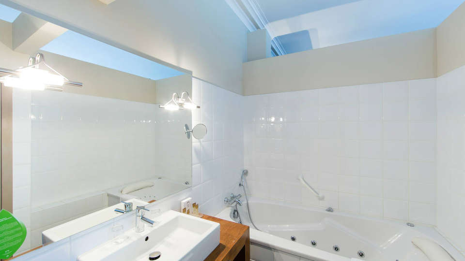 Hotel de Flandre - EDIT_bath.jpg