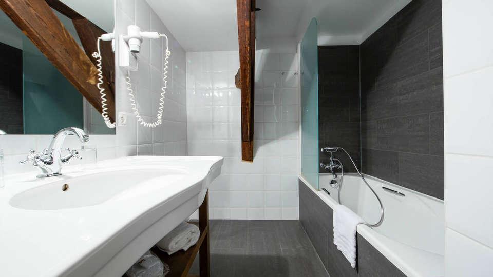 Hotel de Flandre - EDIT_bath4.jpg