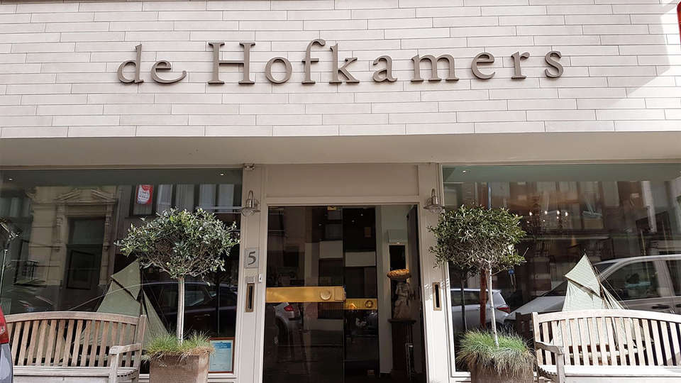 Hotel de Hofkamers - EDIT_front.jpg