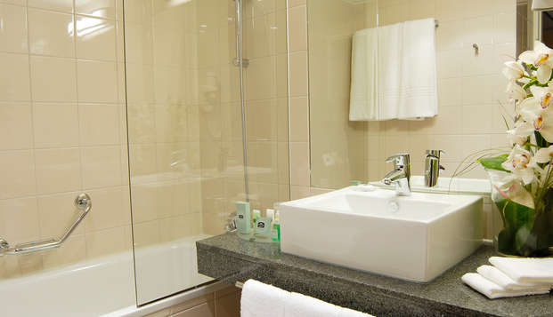 Hotel Courtyard By Marriott Toulouse Airport - Bathroom