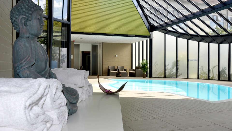 Sandton Hotel De Roskam - Edit_Pool2.jpg