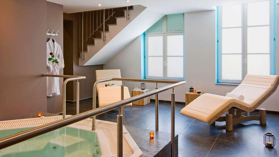 Martin's Dream Hotel - EDIT_jacuzzi5.jpg