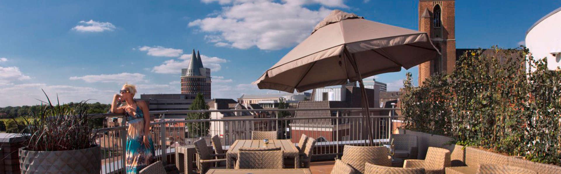 Hotel Dux - EDIT_terrace.jpg