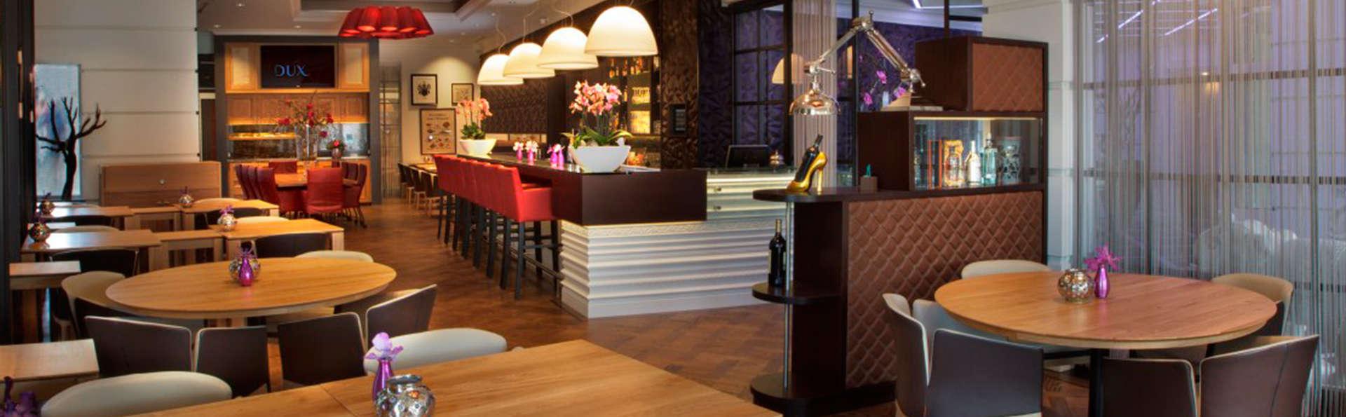 Hotel Dux - EDIT_bar.jpg