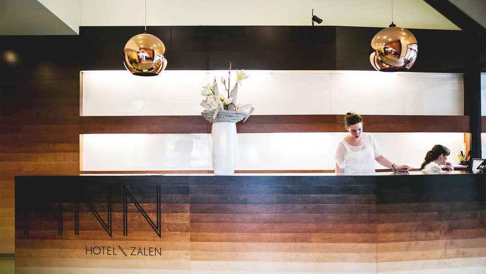 Hotel FINN Almere - EDIT_reception.jpg