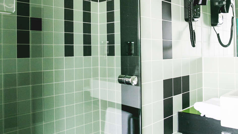 Hotel FINN Almere - EDIT_bath.jpg