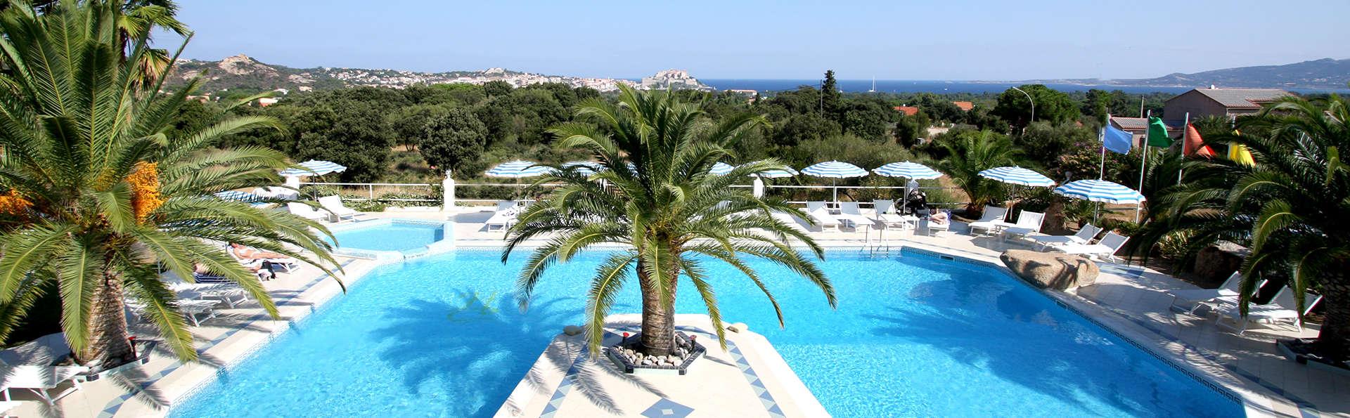 Hôtel Corsica - Edit_Pool.jpg