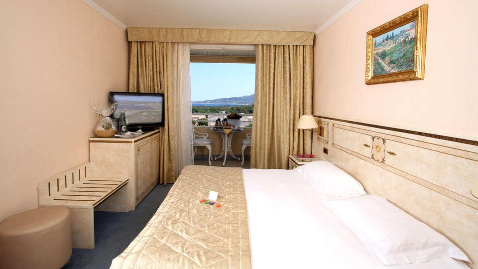 Hôtel Corsica - Edit_Room.jpg
