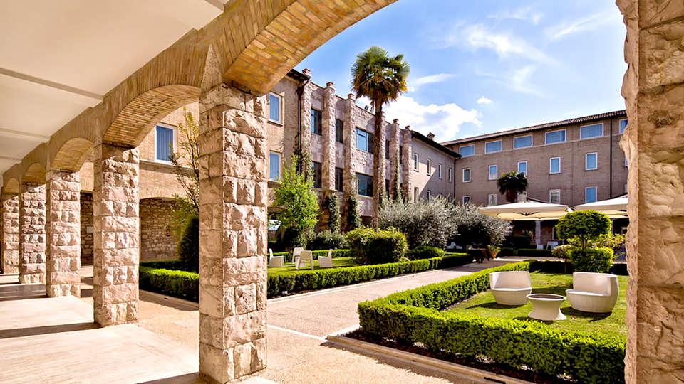 Hotel Cenacolo - Edit_Garden.jpg