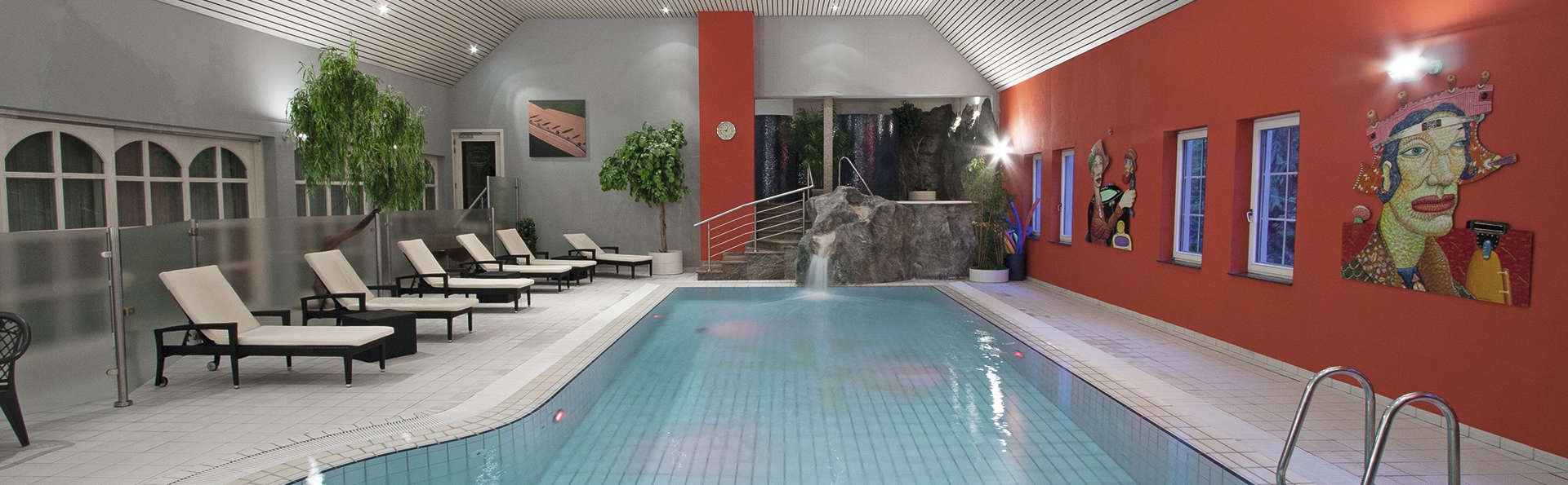 Hotel International - EDIT_pool.jpg