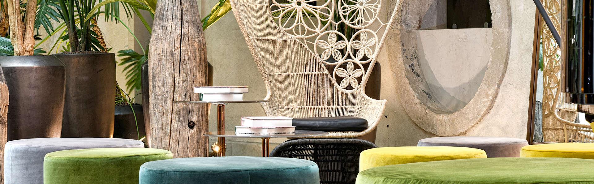 Hotel Monaco & Grand Canal - Edit_Lounge.jpg