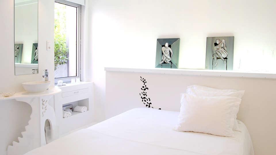 Hôtel Sud Bretagne - Edit_Room5.jpg