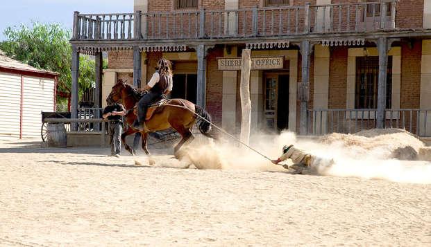 Spaghetti Western, plage et demi-pension : vacances à Roquetas avec entrées au parc de Tabernas