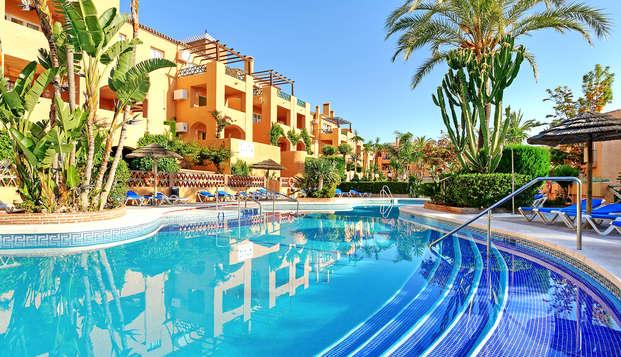 Escápate a este apartamento con terraza y spa en Mijas Costa, Málaga