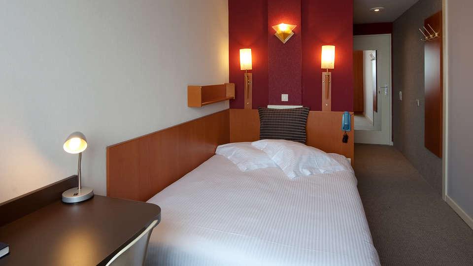 Hotel Melinda - EDIT_room7.jpg