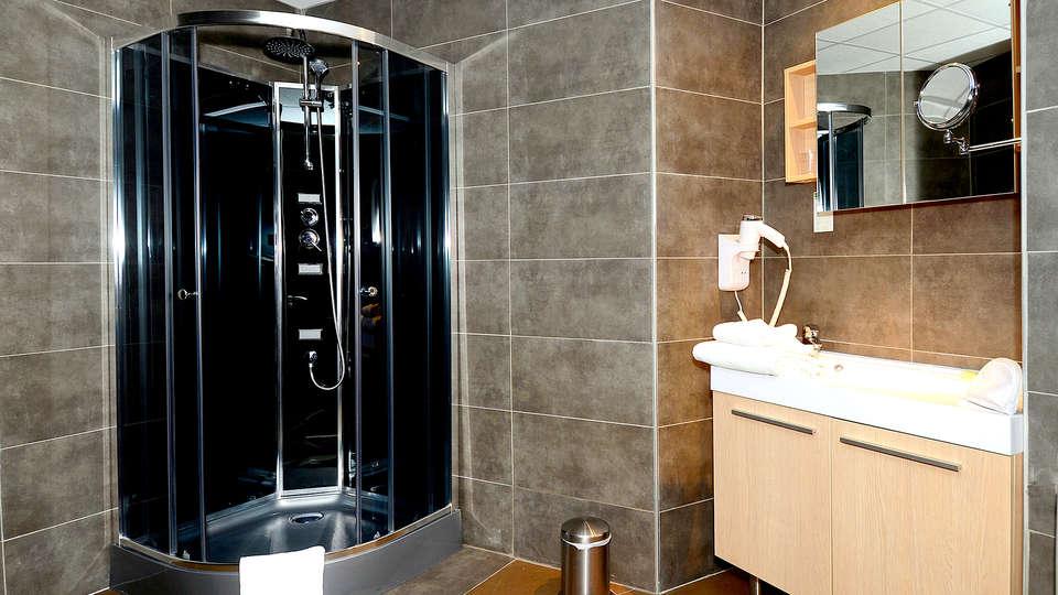 Appart'hôtel et Spa Odalys Ferney Genève - Edit_Bathroom.jpg