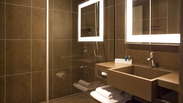 Novotel Paris La Defense - bath