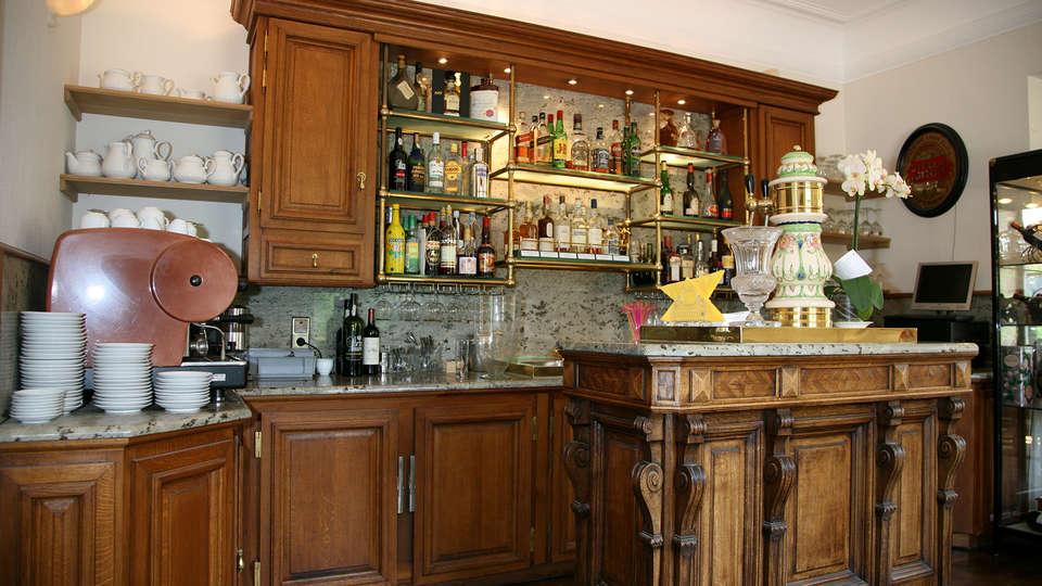 Hôtel Restaurant Château de Vignée - EDIT_bar.jpg