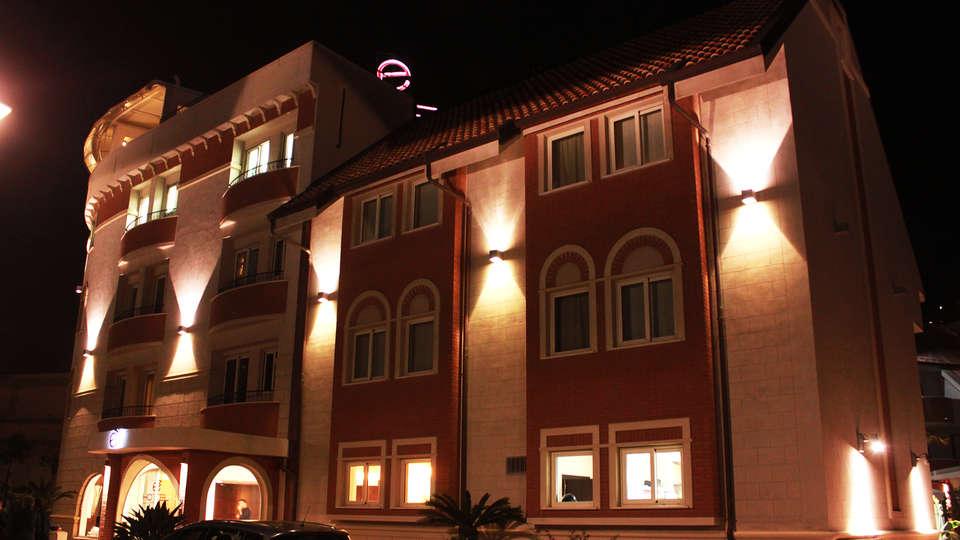 è Hotel - EDIT_NEW_front.jpg