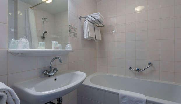 Hotel Rotterdam - bathroom