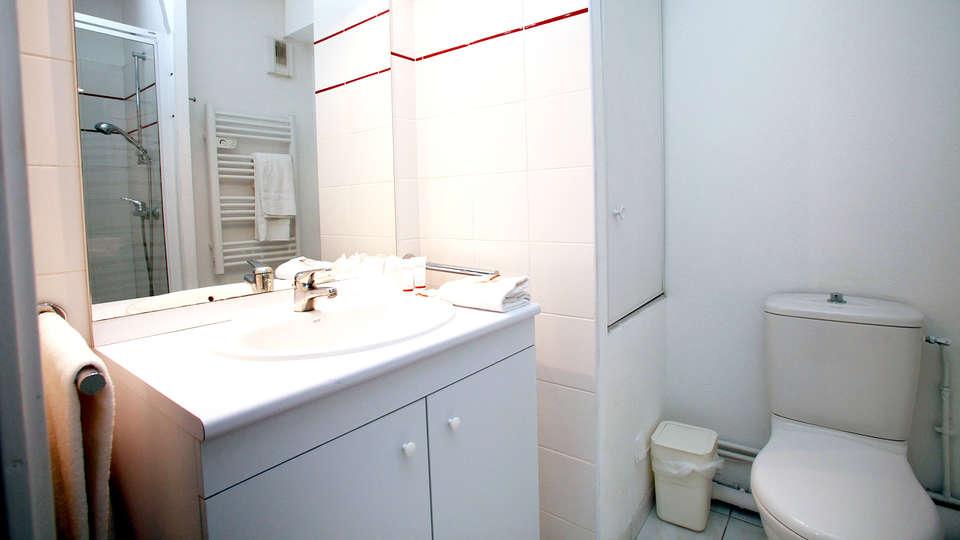 Appart'hôtel Odalys Aix Chartreuse - Edit_Bathroom.jpg
