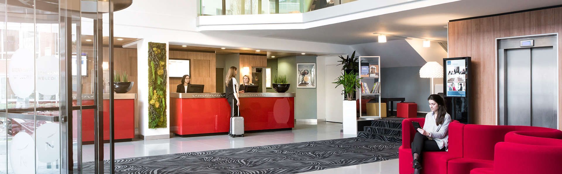 Novotel Paris Suresnes Longchamp - Edit_Hall.jpg