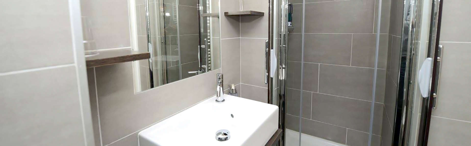 Hôtel Valpre - Edit_Bathroom.jpg