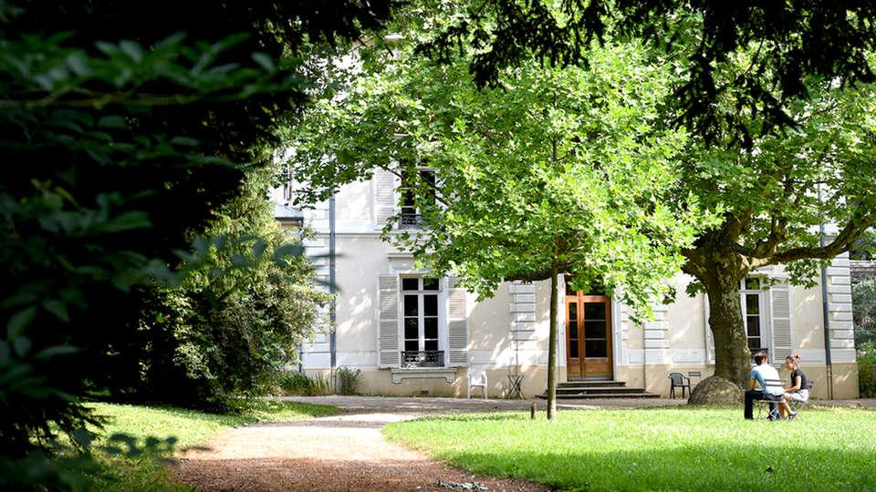 Hôtel Valpre - Edit_Front.jpg