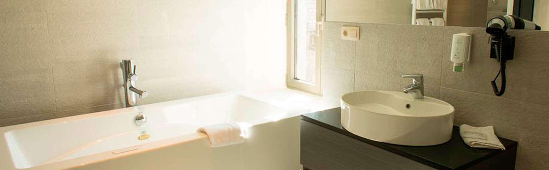 Hotel Victoria - EDIT_bath.jpg