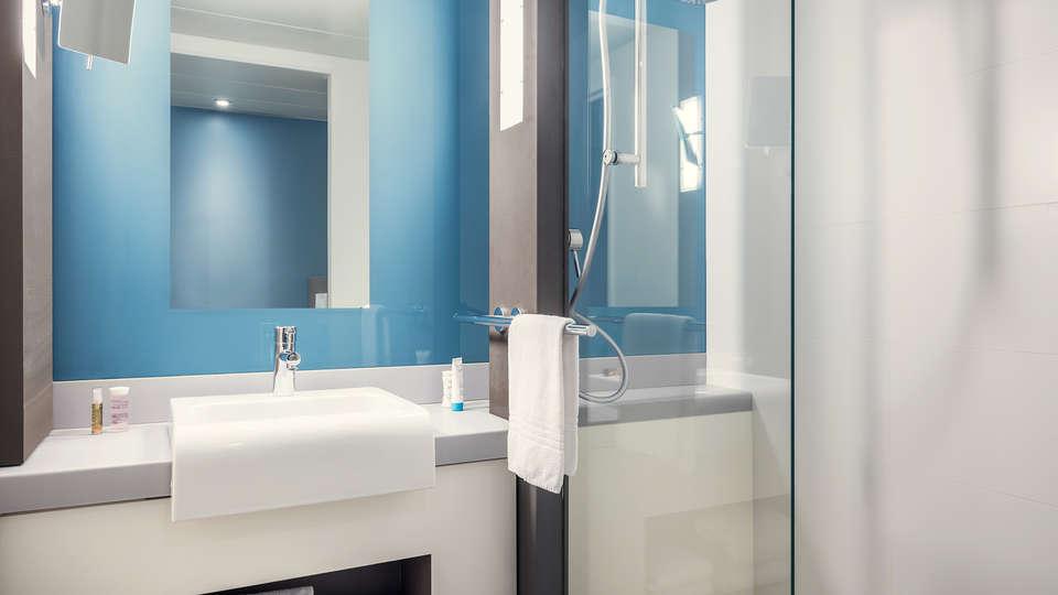 Mercure Paris Val de Fontenay - Edit_Bathroom.jpg