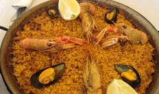 Visite guidée dans le centre historique et menu paella dans un restaurant situé à proximité pour 2 adultes