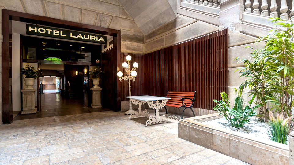 Hotel Lauria - Edit_Entrance.jpg